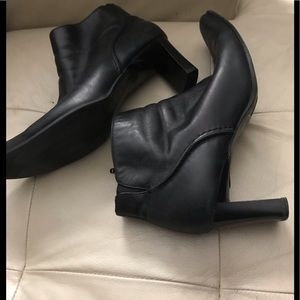 Black short leather boots new price